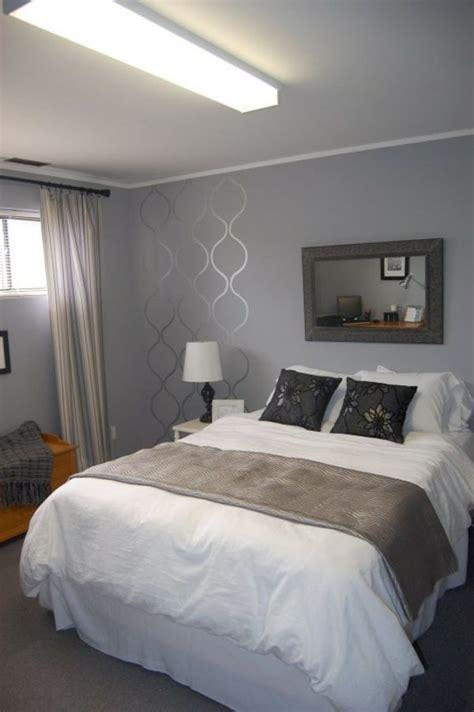 Schlafzimmer Graue Wand by Schlafzimmer Mit Einem Gro 223 En Bett Graue Wand Und