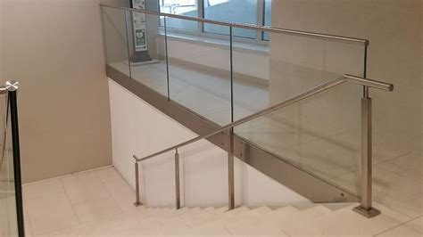 corrimano in vetro montante quadrato inox per ringhiere balaustre bologna