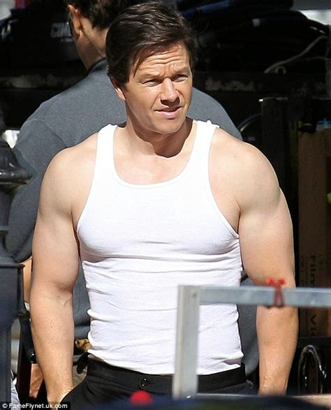 mark wahlberg bench press elysian glam mark wahlberg turns heads as he flaunts