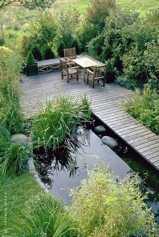 Garten Gestalten Teich by Gaerten Mit Wasser Kleiner Teich Mit Holzsteg Und Sitzplatz