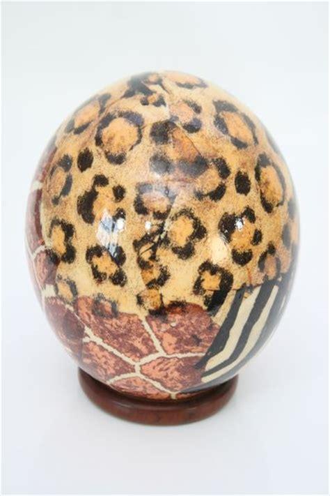 decorar huevo niña artesania africa comercio justo desarrollo sostenible