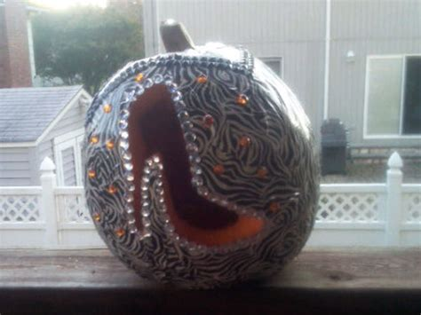 snooki slippers kohl s if you re snooki this is what your pumpkin carving looks like