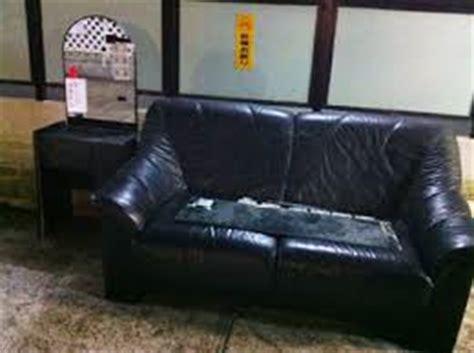 Dispose Sofa by Broken Sofa Disposal
