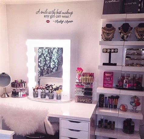 Makeup Room Decor Decorating Ideas For A Makeup Room Makeup Vidalondon