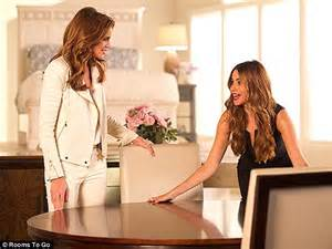 rooms to go tv commercial sofia vergara and eye each other up in flirty new commercial daily mail