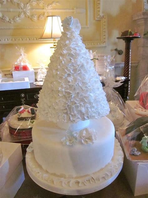 Tree Decorations For Cakes by 25 Best Ideas About Tree Themed Wedding Cakes On