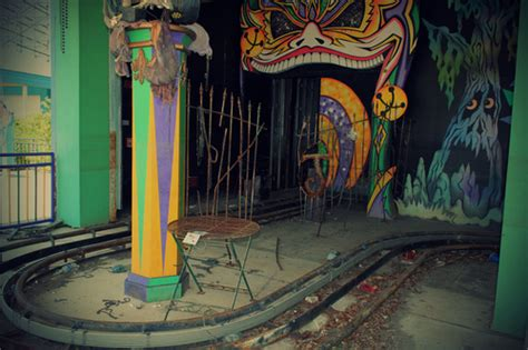 theme park zombieland sf 42 jpg w 150