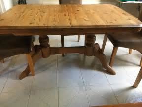 solid pine extendable dining table and 4 chairs 163 40 00