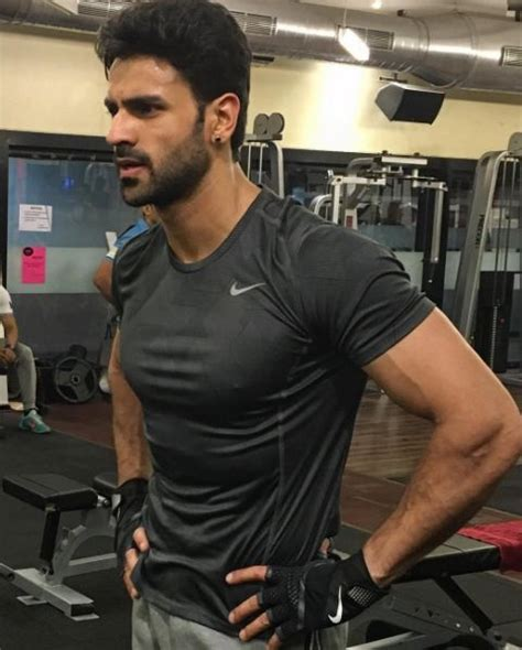 vivek dahiya latest news vivek dahiya chooses gyming over honeymoon here s proof