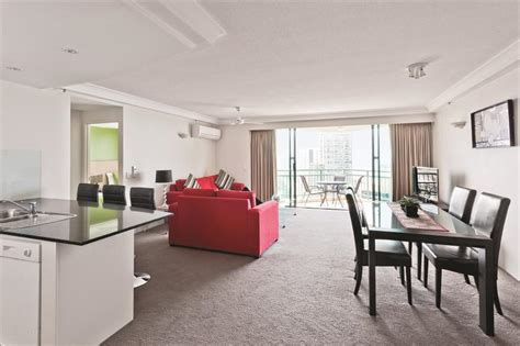 2 bedroom apartments surfers paradise accommodation mantra crown towers two bedroom ocean view apartment