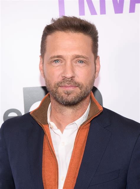 jason priestley  stars turning     rosy
