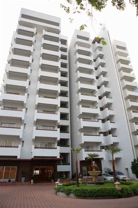 rent appartment bangkok esmeralda apartments condo in bangkok hipflat