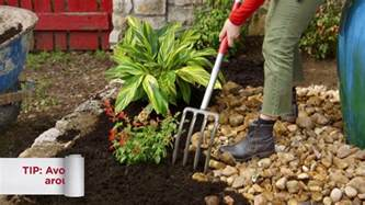 how to mulch a flower bed 10 how to mulch a flower bed