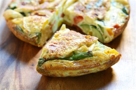 come cucinare gli asparagi con la pasta ricetta frittata di pasta e asparagi non sprecare