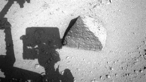 imagenes extrañas captadas por el curiosity curiosity y su primer encuentro con la roca pir 225 mide de