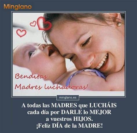 madre coge a su hijo sobre la mesa frases para las madres luchadoras