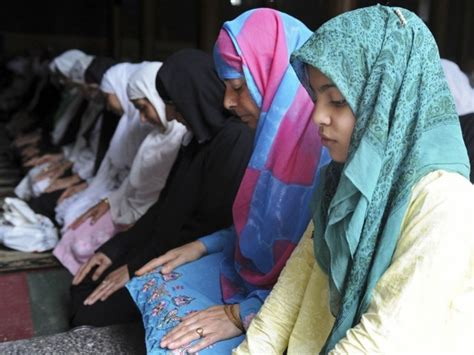 Why Do Muslims Pray On A Mat by About Prayer The Second Pillar Of Islam Discover Islam