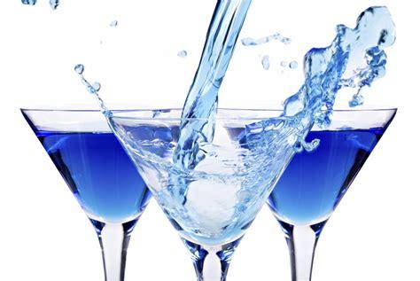 martini blue storia del cocktail e il ricettario di ivan carlomagno