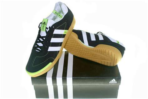 Sepatu Olah Raga T Filo graha sepatu olah raga adidas adisala hitam putih