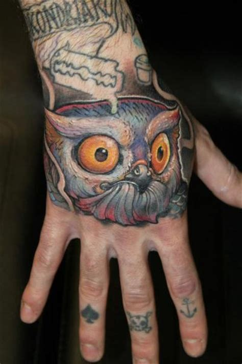 tattoo new school hand tatouage new school main hibou par victor chil