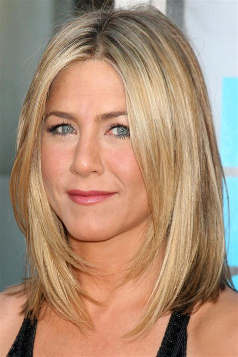 medium haircuts aniston 10 inspired medium haircuts that work for hair aniston stand on and