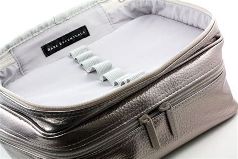 makeup bag oh so soft made with pull tabs and yarn bee the powders in the bare minerals bareescentuals oh la luxe