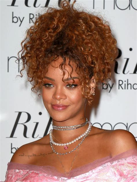 Rihanna Curly Hairstyles by Pics Rihanna S Hair In Nyc Get Curly High