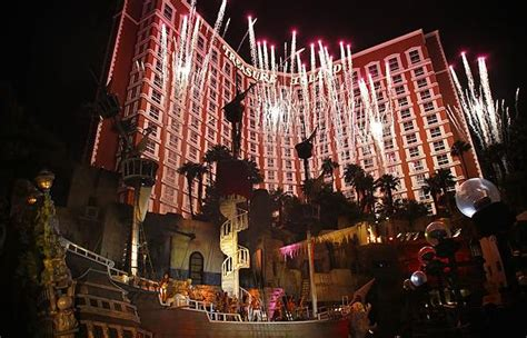 pirate themed hotel vegas las vegas themed hotels