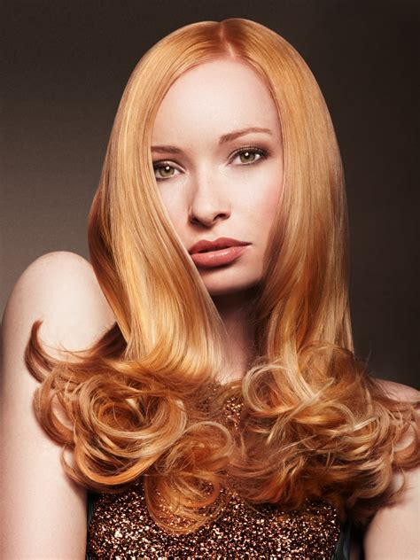 long hair  rounded curls   tips   ladylike
