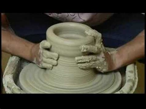 throwing a pot make a large clay pot on the pottery wheel throwing