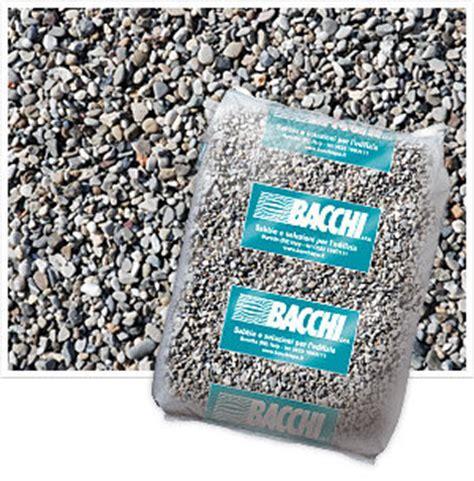 ghiaia vagliata sacchi di sabbia silicea naturale umida fiume po