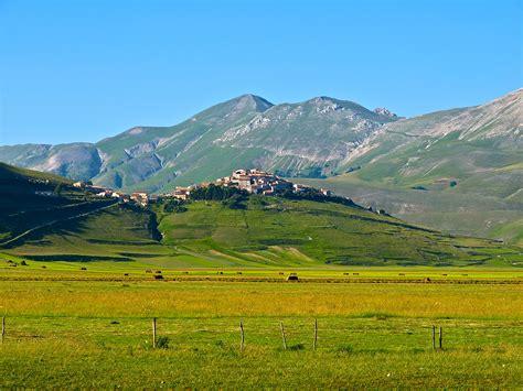 Good Sights: Italy ? Castelluccio di Norcia   The