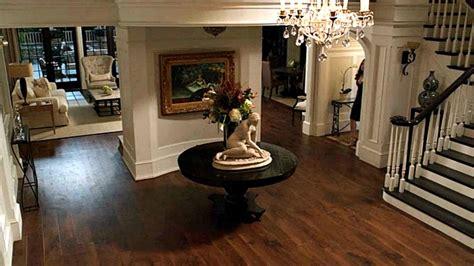 wide shot of grayson foyer revenge hooked on houses