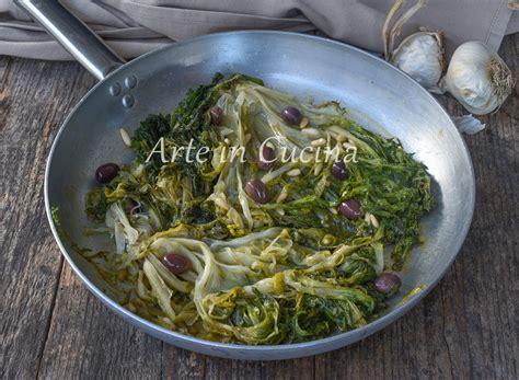 come cucinare scarola scarola in padella con olive ricetta napoletana