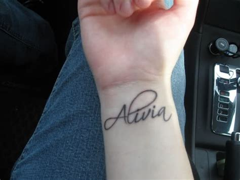 35 graceful name tattoos for your wrist
