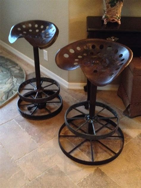 Wagon Wheel Bar Stools by Best 20 Tractor Seat Bar Stools Ideas On