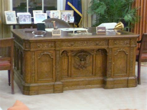 Oval Office Desk Replica by Resolute Desk Replica Oval Office Ronald Presid