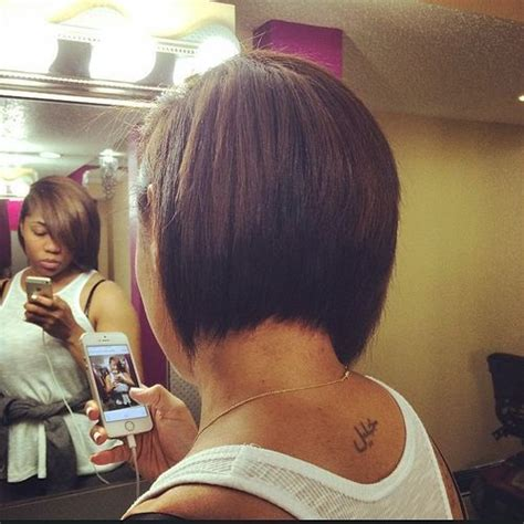 woman inverted layered bob wedged into neck for thick hair in 40s 50 trendy inverted bob haircuts