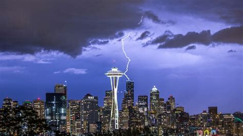 seattle lightning map looking for severe thunderstorms seattle isn t the place