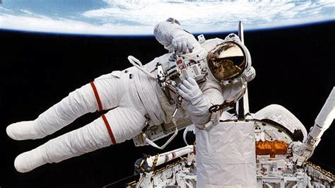 astronotlari hayata baglayacak yeni uzay kiyafeti log