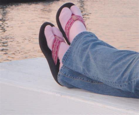 pattern for socks to wear with flip flops flip flop socks sewing pinterest
