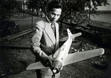 biografi bj habibie singkat dan lengkap biografi bj habibie quot bapak teknologi dan demokrasi indonesia quot