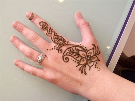 henna tattoo tangan henna simple di tangan makedes