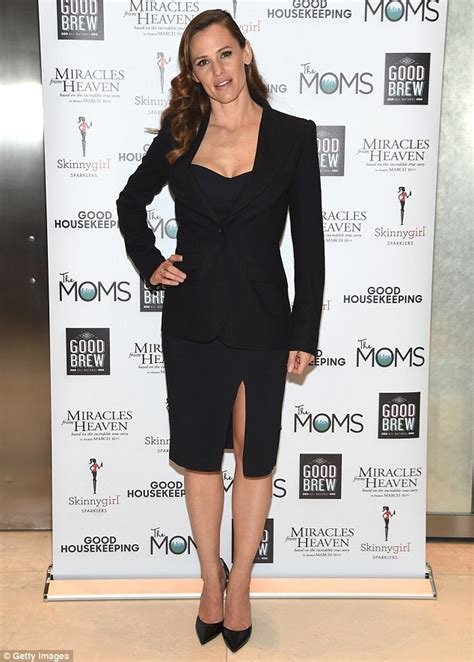 Garner Im In The Worst Shape by Garner Stuns In A Fitted Dress At A Screening Of