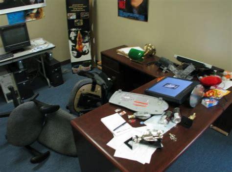 blague au bureau 40 photos de blagues entre coll 232 gues au bureau