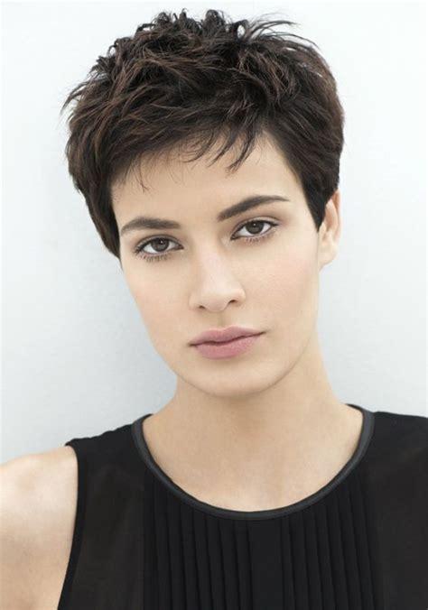 coupe tres courte femme  coiffure simple  facile