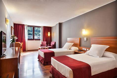 la habitacin en llamas habitaciones hotel acta arthotel andorra
