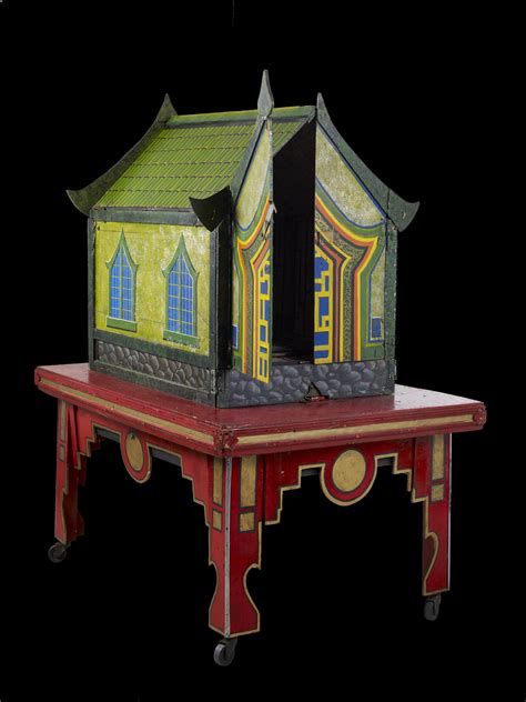 magic dolls house illusion   crystal clock