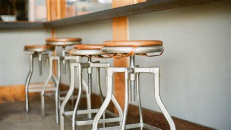 sgabelli alti pieghevoli tavoli da bar estetica e funzionalit 224 dalani e ora westwing