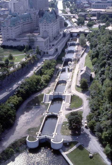 Canal Rideaux by The Flight Of Eight Locks At Ottawa Lockstation On The